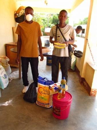 Programa Apadrinhar apoia órfãos em Monapo